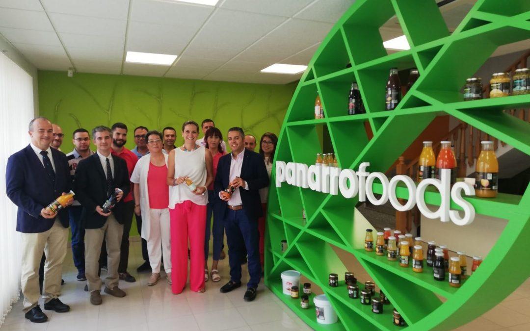 Patricia Fernández y el Consejero de Agricultura visitan empresas de Archena